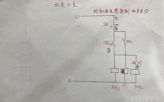 中国机电网 技术资料  时间继电器控制两个接触器顺序启动:工作原理