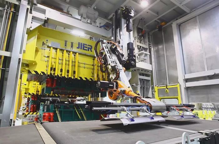 单臂快速冲压生产线 随着汽车工业转型升级步伐加快,汽车制造业对冲压