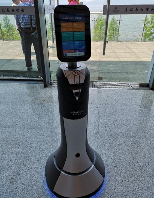 福州大学机械学院机器人在商场里都能干什么